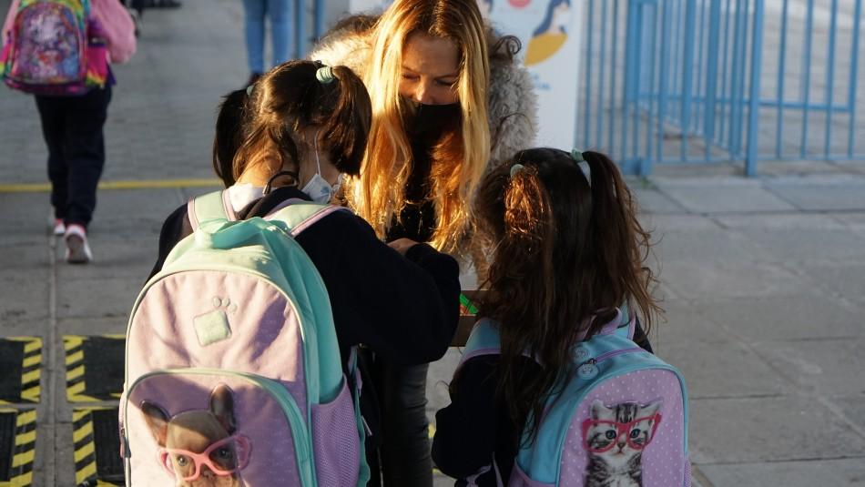 Alumnos en cuarentena que vayan a colegios en Fase 2 deben seguir con clases online
