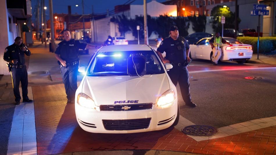 Hombre atrincherado en EEUU mata a cuatro personas: Entre ellas dos policías