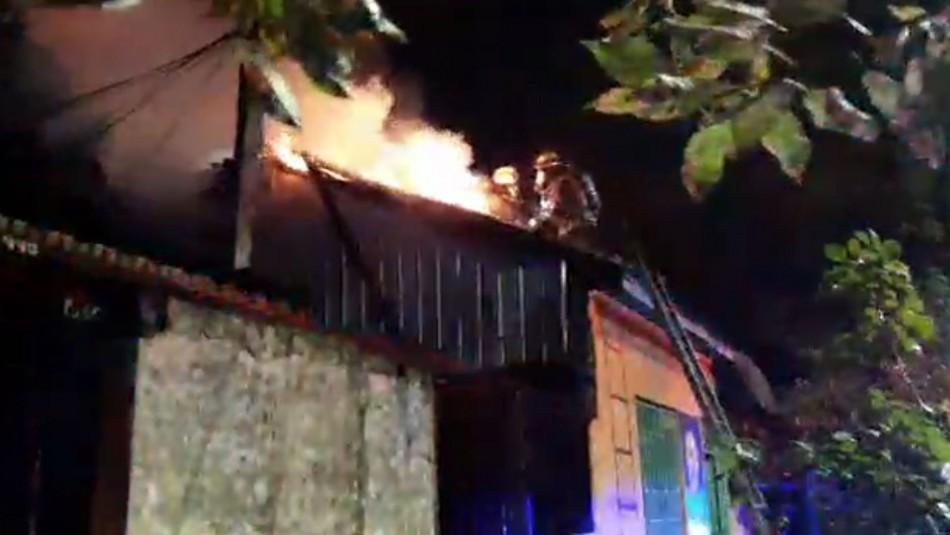Incendio deja un muerto y dos viviendas afectadas en Los Ángeles