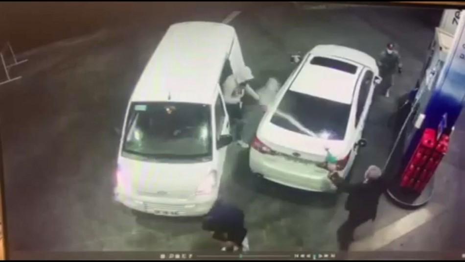 Hombre rocía con bencina a asaltantes para frustrar el robo de su vehículo