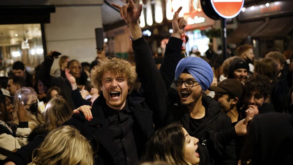 Baile y sin mascarilla: Inglaterra pone a prueba discoteque sin restricciones contra el Covid