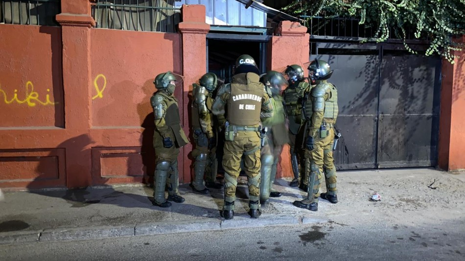 Escape masivo: Cerca de 60 personas participaban de fiesta clandestina en centro de Santiago