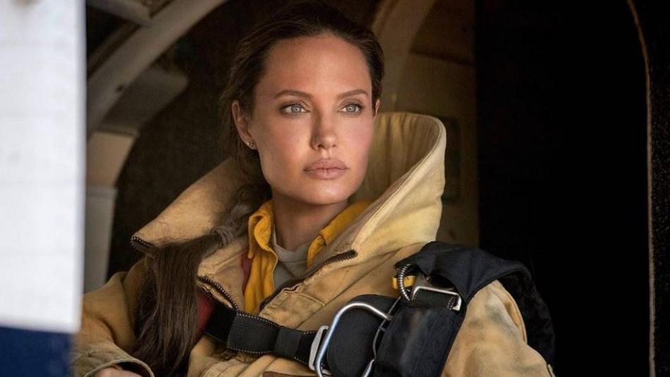 Diseñador latino se impone a 150 competidores y crea póster de la última cinta de Angelina Jolie