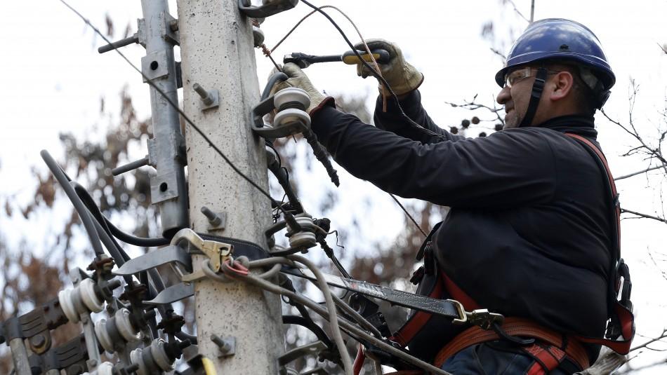 Pronóstico de lluvia en Santiago: Enel activó plan preventivo por posibles cortes de luz