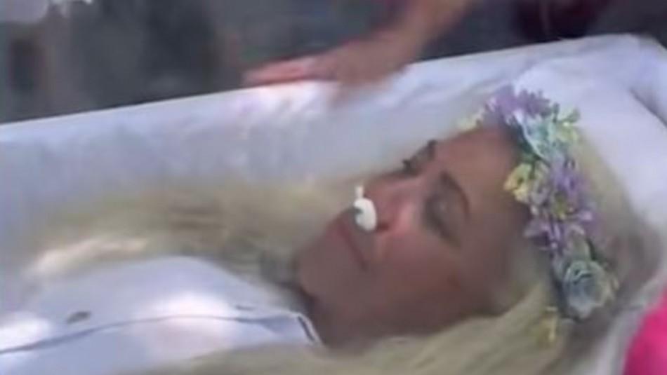 Video registra falso velorio: Mujer fingió su propia muerte para saber cómo la despedirían