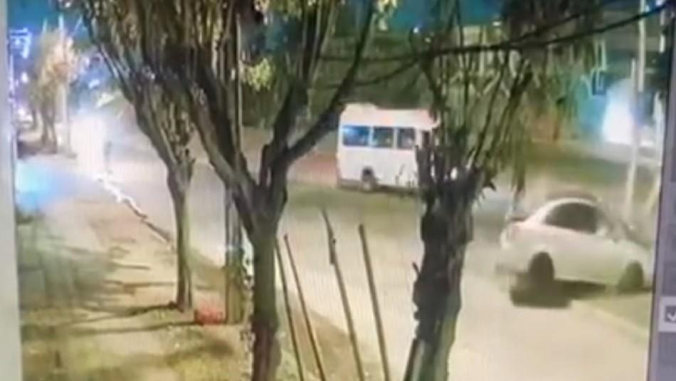 Delincuentes chocan contra poste al escapar de portonazo frustrado por funcionario PDI
