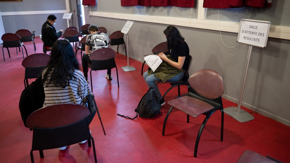 Secundarios regresan a clases presenciales en Francia: