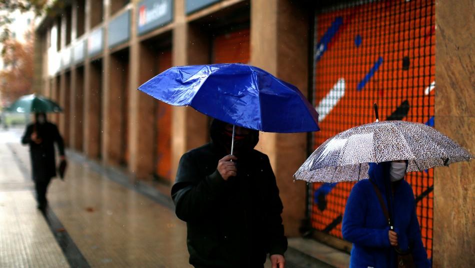 Pronostican lluvia en Santiago para este martes: revisa dónde caería agua