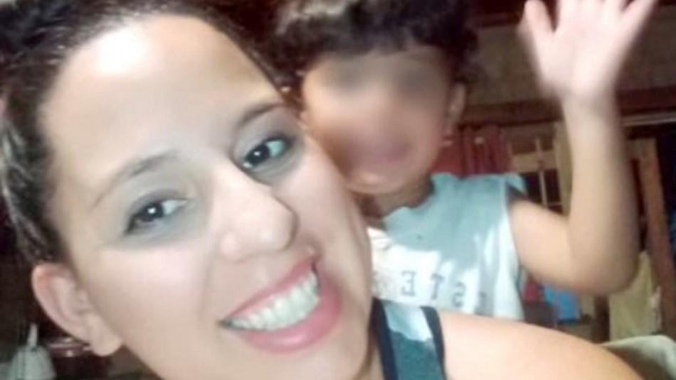 Madre muere súbitamente y asfixió a su bebé.
