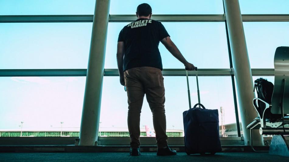 Hombre con coronavirus falsifica resultados de su prueba para viajar en avión hasta Argentina