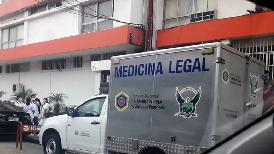 Sicarios vestidos de policías asesinan a mujer en hospital: creen que la mataron por error