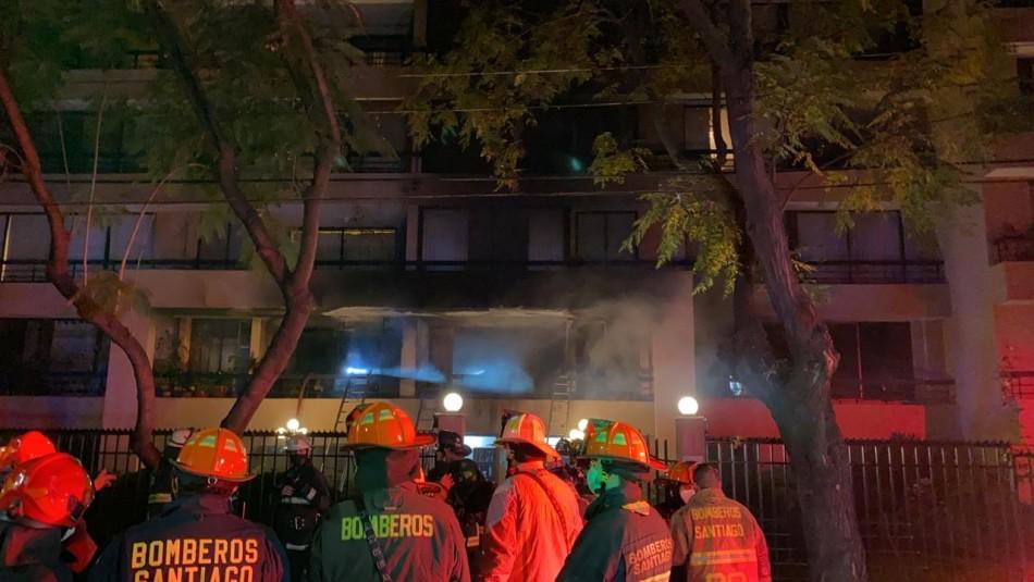 Incendio en edificio de Las Condes deja a un adulto mayor fallecido y a su mujer herida