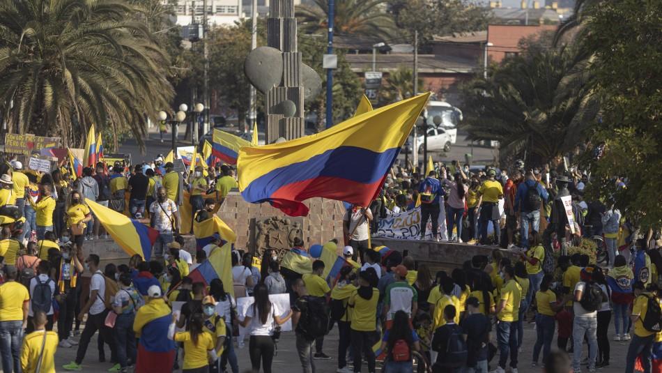 Colombianos residentes en Chile protestaron en Santiago Centro por la situación que vive su país