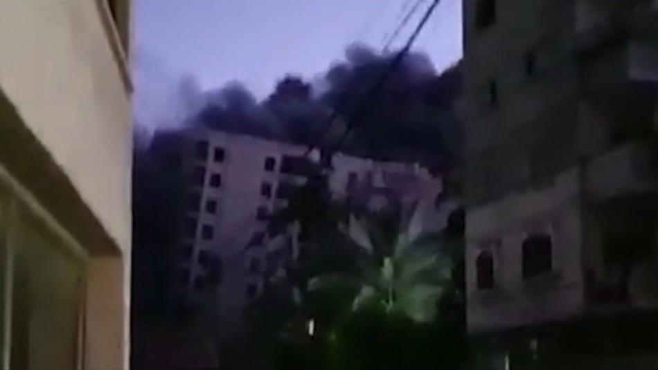 [VIDEO] Edificio de 12 pisos es destruido por cohete israelí en la Franja de Gaza