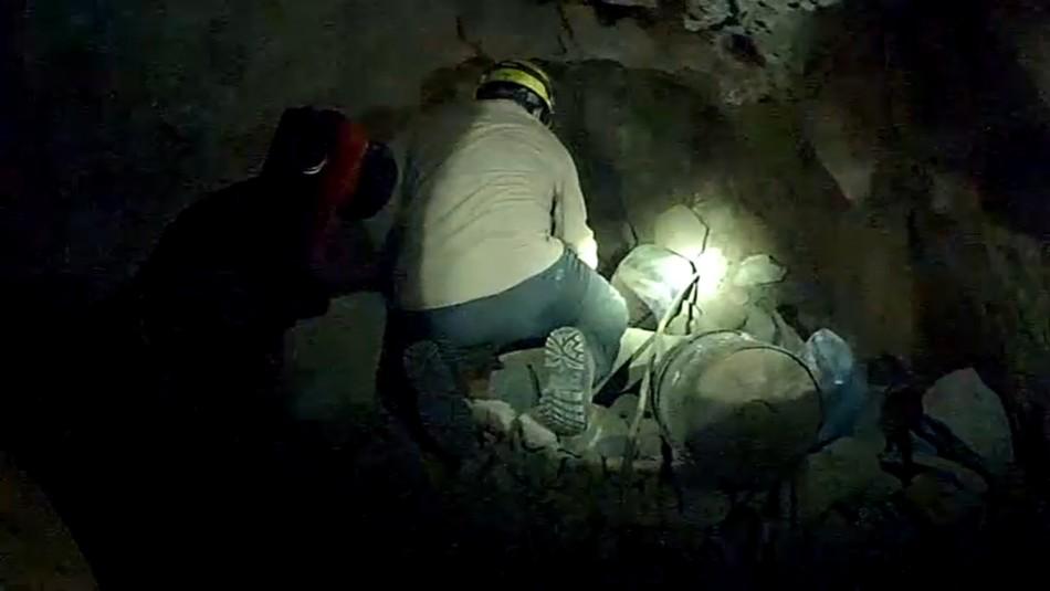 Caso Thiare Elgueda: Equipo de rescate realiza búsqueda subterránea en mina abandonada