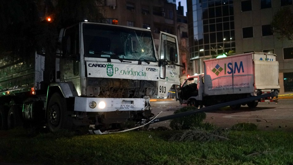 Un muerto deja violento choque entre dos camiones en Providencia