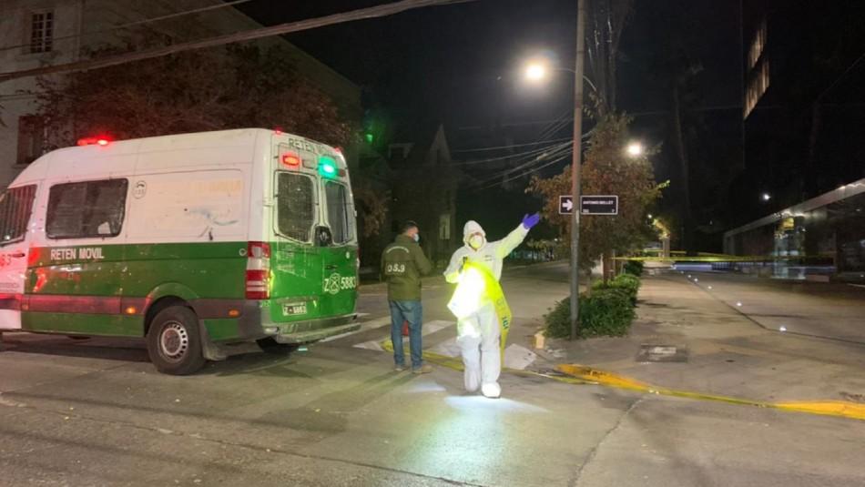 Fuerte estruendo en Providencia: Dos sujetos en motocicleta habrían dejado el paquete explosivo