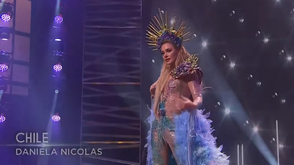 Daniela Nicolás causó furor con traje de La Pincoya en desfile de Miss Universo