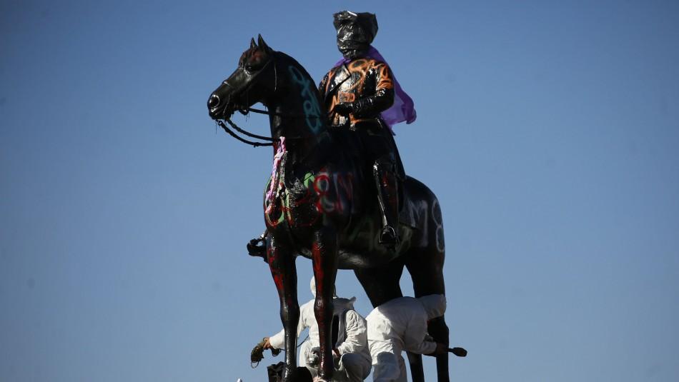 Prisión preventiva para acusado de dañar la base del monumento a Baquedano