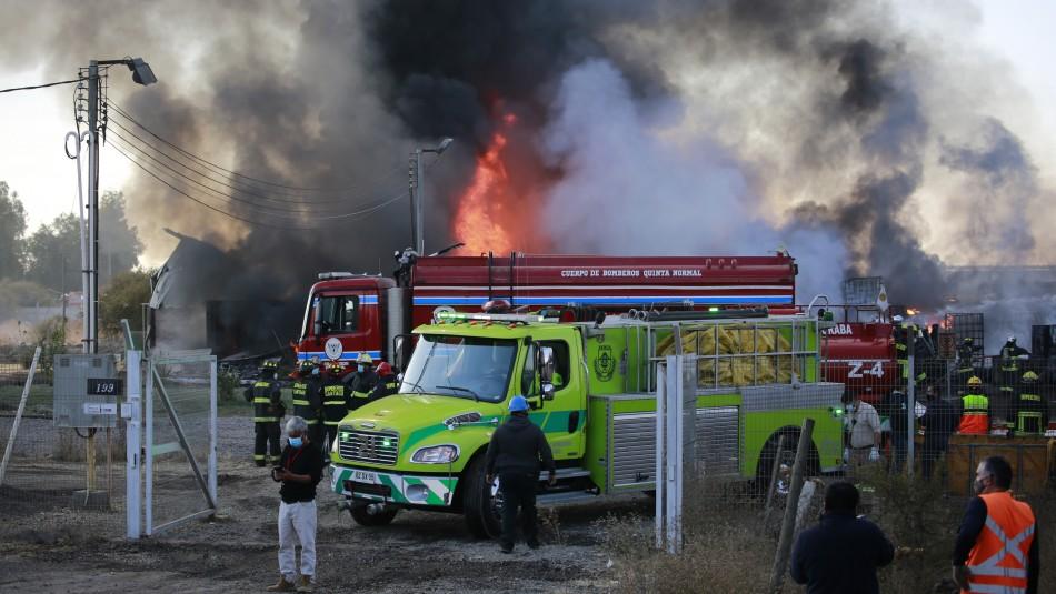 Violento incendio afectó a fábrica de productos químicos en Lampa