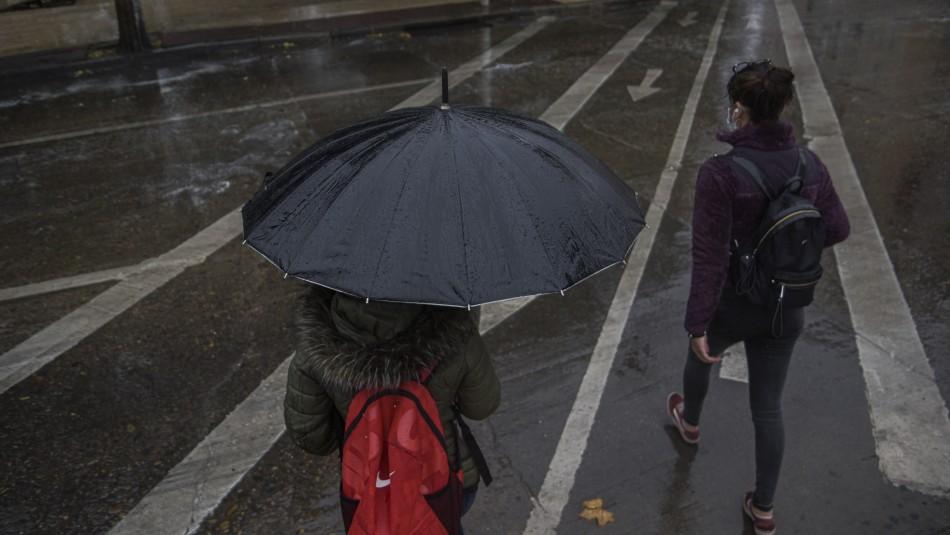 Lluvia en Santiago durante esta semana: Conoce en qué horarios precipitará en la capital