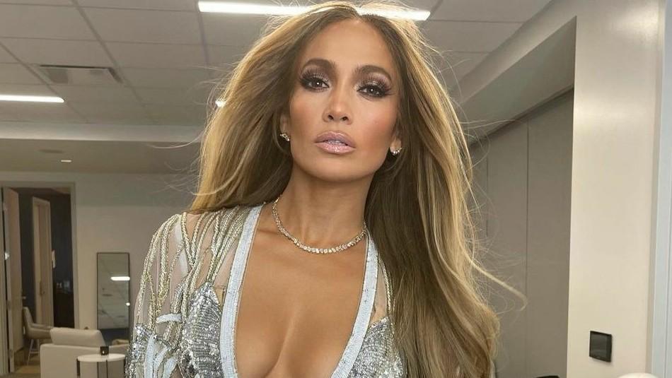 Jennifer Lopez reaparece y enamora a sus fans con un nuevo look tendencia de este 2021