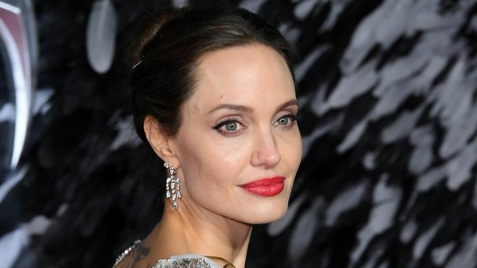 La inquietante imagen de Angelina Jolie envuelta en abejas: Así fue la peligrosa sesión de fotos