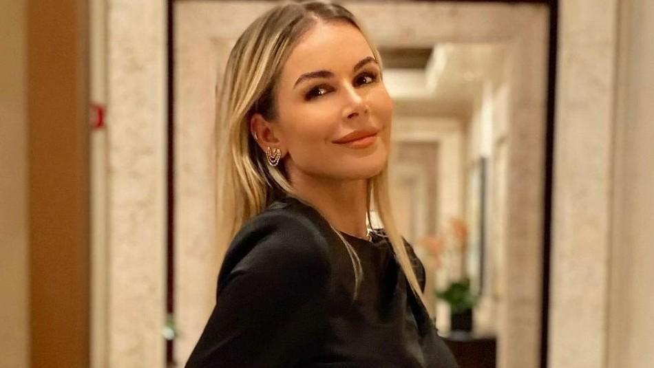 Esposa de Luis Fonsi cautiva con foto en traje de baño al ritmo de una canción de Luis Miguel