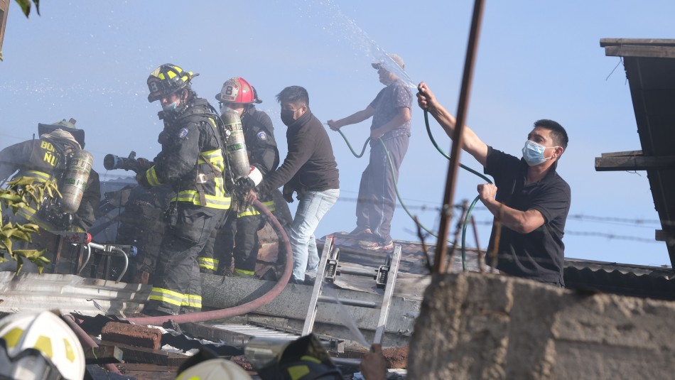 Incendio en Peñalolén: Cuatro personas perdieron la vida en el siniestro