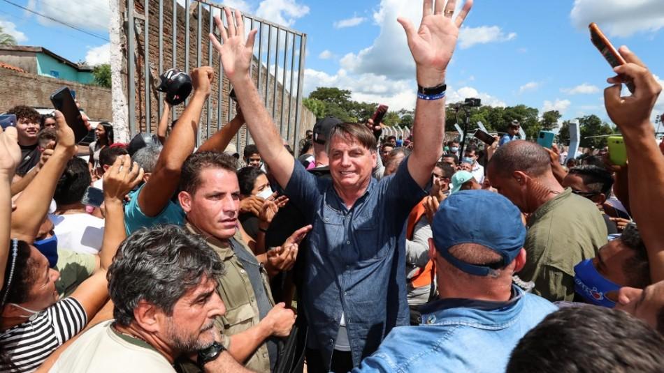 Multan a Jair Bolsonaro por no usar mascarilla y promover aglomeraciones en Brasil