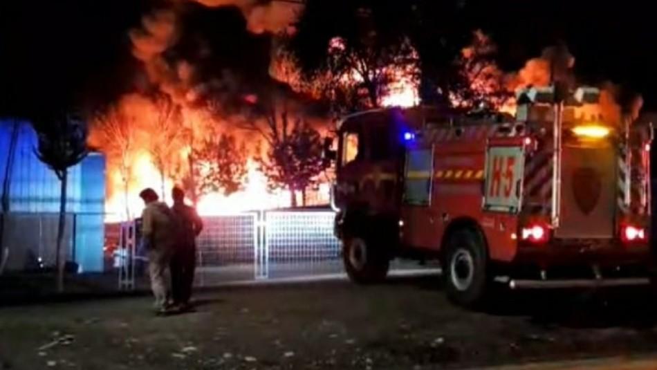 Gigantesco incendio afecta a fábrica en la comuna de San Bernardo