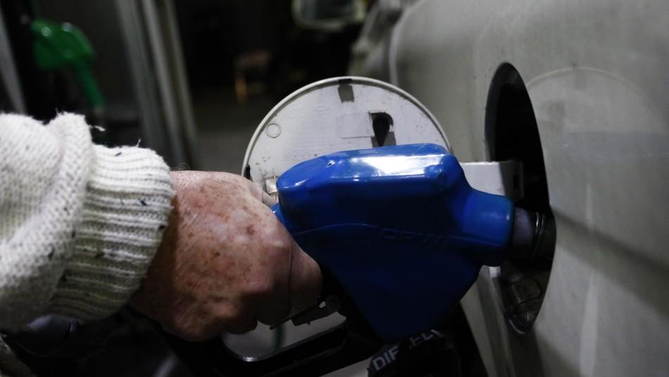 Proponen congelar impuesto específico de la bencina: El precio disminuiría hasta un 20%