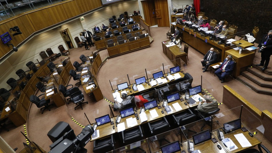 Senado aprueba que trabajadores tengan permiso para vacunarse: Proyecto pasa a la Cámara