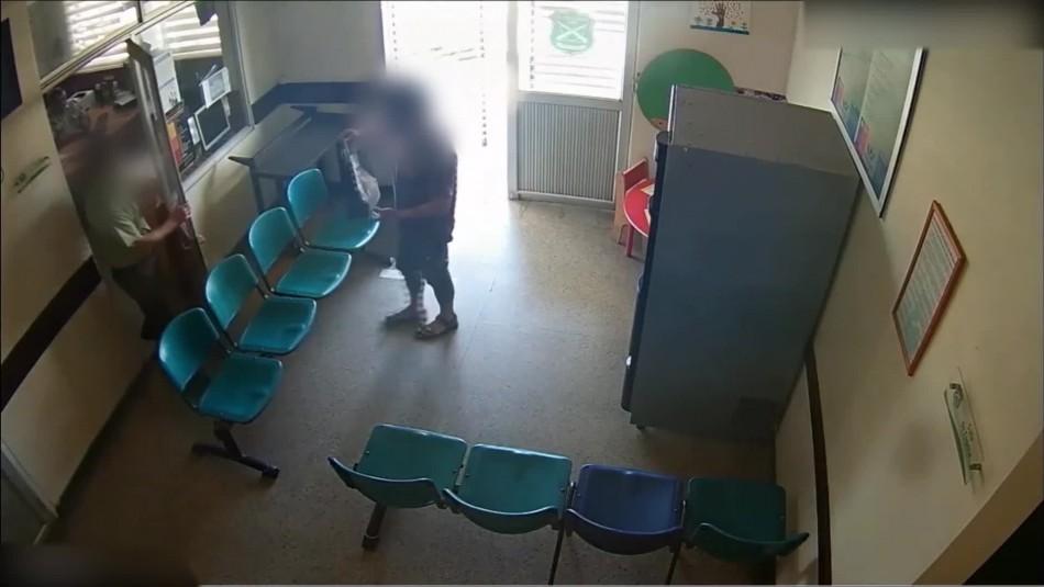 Video muestra momento en que entregan artefacto explosivo en comisaría de Talca