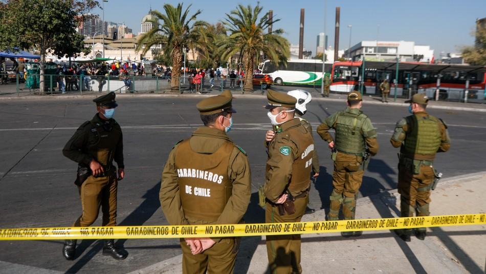 Carabineros balea a sujeto tras asalto en el centro de Santiago