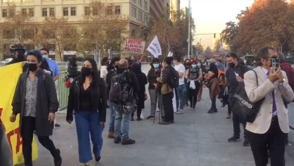 Nuevas manifestaciones en La Moneda por detenidos durante el estallido social