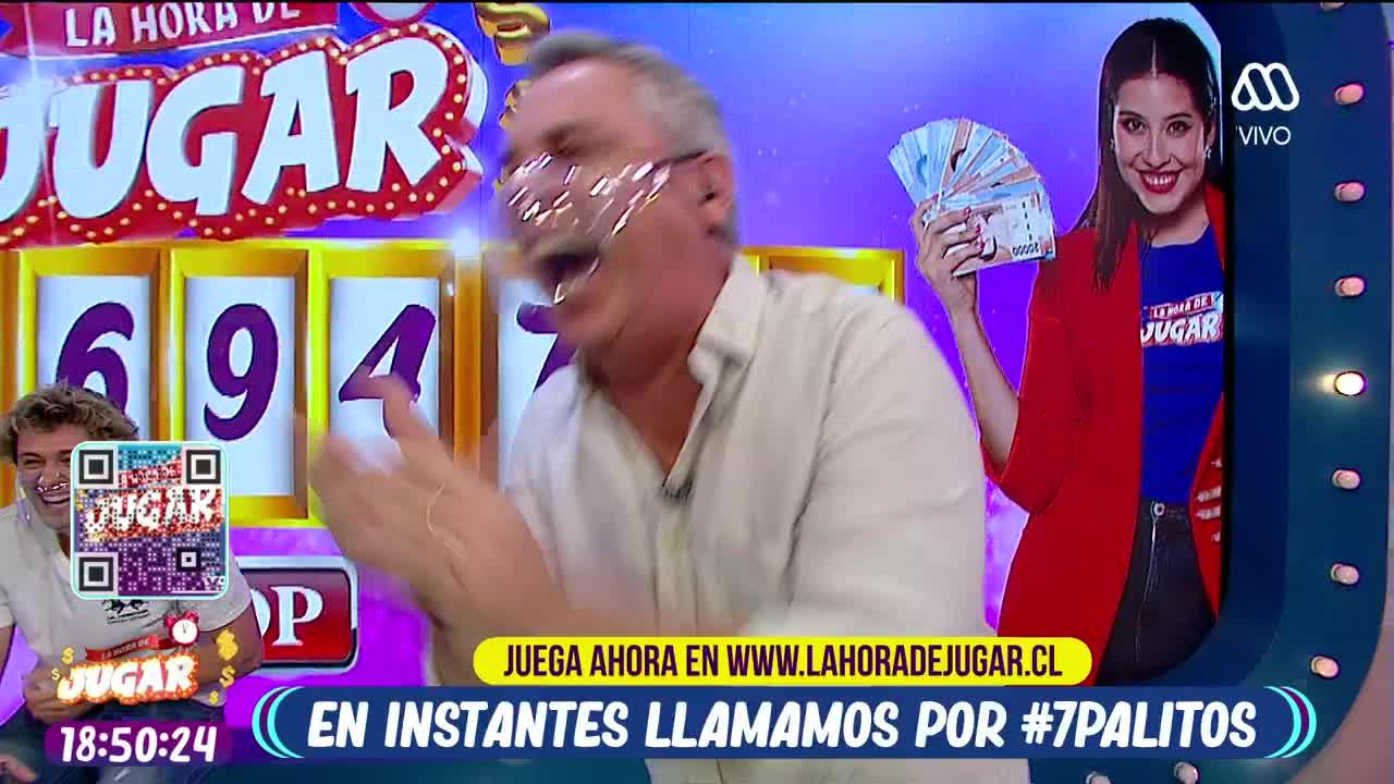 Viñuela riendo en