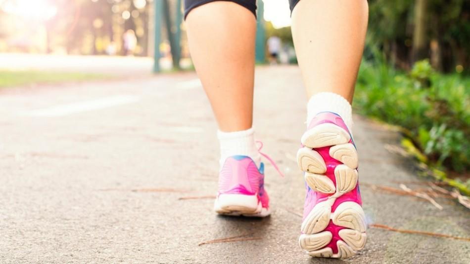 Caminar 30 minutos diarios: Mira cómo esta práctica te ayuda a adelgazar
