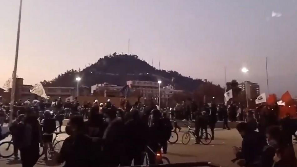 Incidentes en Plaza Italia: Carabineros dispersa a manifestantes y Metro cierra estaciones