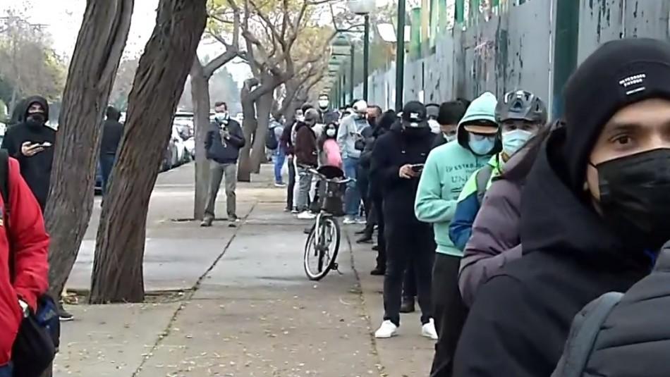 Largas filas para vacunarse contra el coronavirus en velódromo del Estadio Nacional