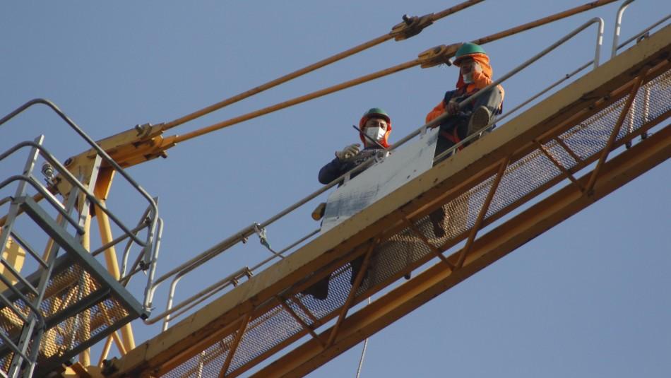 Desempleo en Chile sigue sobre el 10% en trimestre febrero-abril: en la RM alcanza el 12%