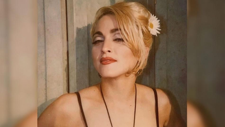 El irreverente look del hijo de Madonna: Desfiló en su casa con un vestido de seda blanco
