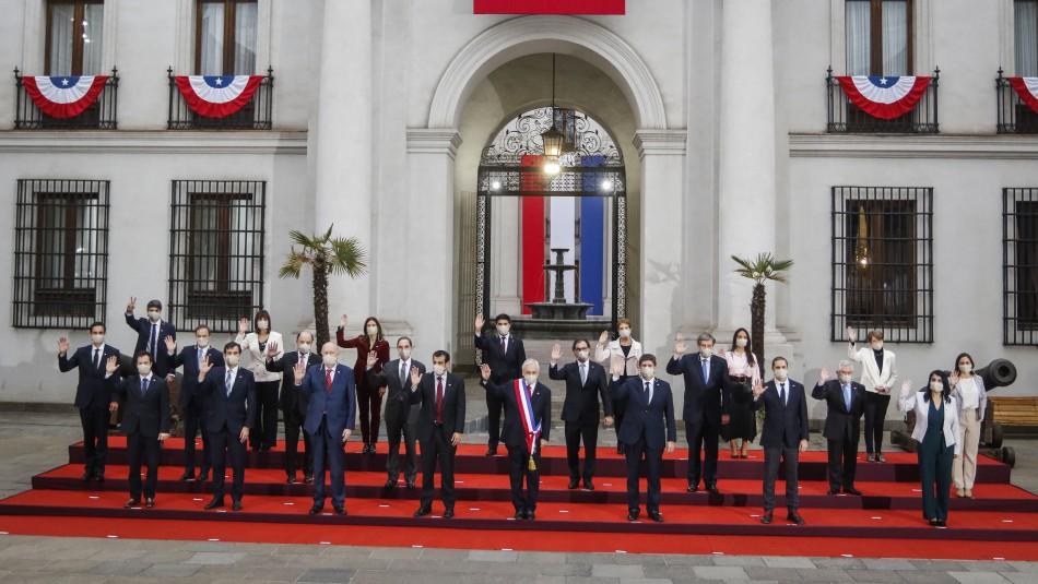 Piñera realiza foto oficial con sus ministros previa a la cuenta pública presidencial