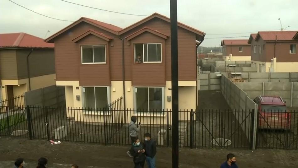 Familias se toman 20 casas recién vendidas en San Pedro de la Paz: Exigen solución habitacional