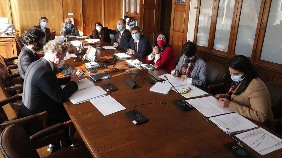 IFE Universal: Comisión nuevamente suspende votación a la espera de indicaciones del Ejecutivo