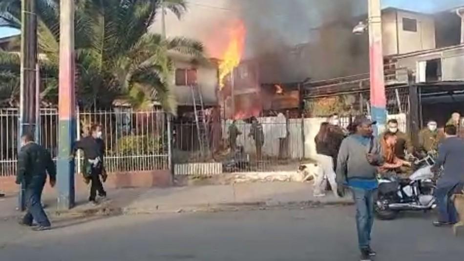 Incendio en La Florida: Fuego consume primer y segundo piso de vivienda y se podría propagar