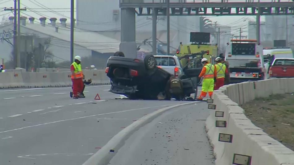 Un fallecido deja colisión múltiple entre dos camiones y un automóvil en San Bernardo