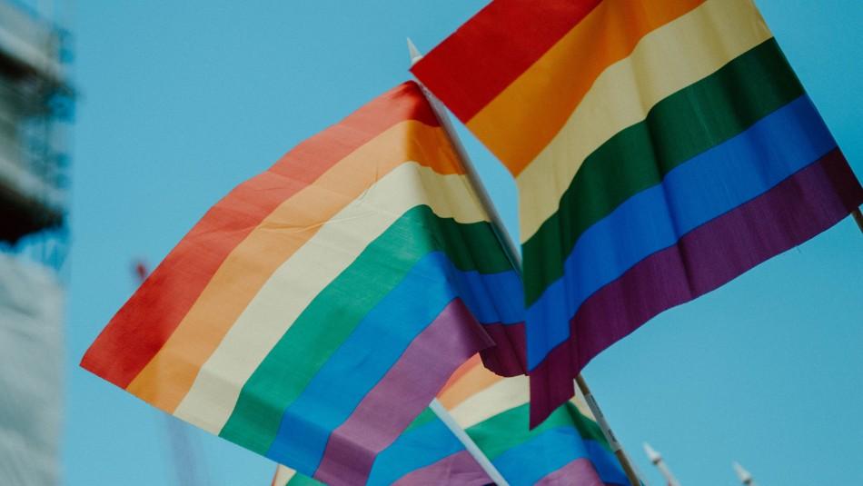 Cadem: 74% de los chilenos aprueba el matrimonio igualitario y un 65% la adopción homoparental