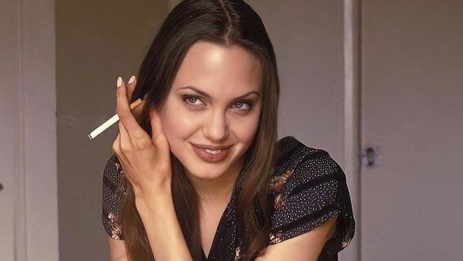 Angelina Jolie ya tiene 46 años: Así ha sido su transformación buscando la belleza perfecta