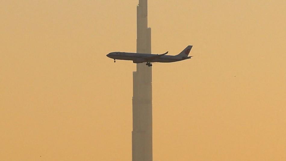 Pasajero intenta forzar cabina de avión para detenerlo: Debieron aterrizar de emergencia